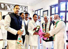 Congress welcomes Babulal Chaurasia into party fold, inducted by Kamal Nath
