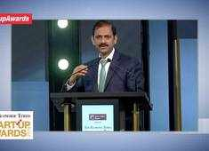 IDFC First Bank CEO V Vaidyanathan delivers closing address at ET Startup Awards 2019