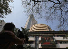 Sensex gains 100 pts, Nifty above 14,550; Tata Comm tanks 5%