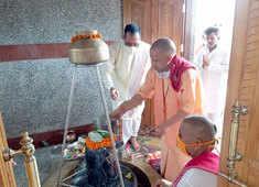 Sawan Somvar: CM Yogi offers prayers at Mansarovar Temple; devotees perform 'Jal-abhishek' amid COVID-19
