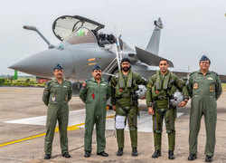 What the Squadron 17 pilots, the Golden Arrows, wore while flying the mighty Rafales