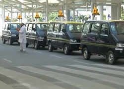 Shortage of taxis at Delhi airport leave travelers clueless