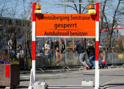 Coronavirus divides lovers, friends at Swiss-German border fences