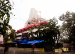 Sensex climbs 200 pts as investors cheer Infy guidance; Nifty tops 11,600
