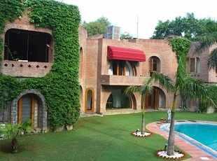 Chattarpur-Exquisite Farmhouse
