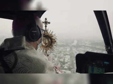 Watch: Ecuador bishop delivers blessing by helicopter