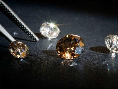 Lab Diamonds make retail inroads but trade rebels