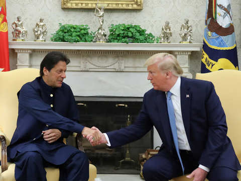 Donald Trump asks Imran Khan to reduce tensions with India through bilateral dialogue