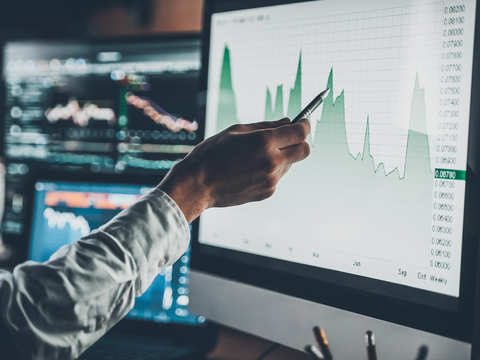 What are key points to check in a quarterly earnings report?