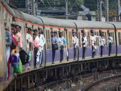Experts green flag Mumbai local with 30% capacity