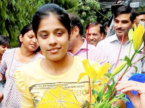 Delhi girl Gayatri tops CBSE exam with 496/500 in commerce stream