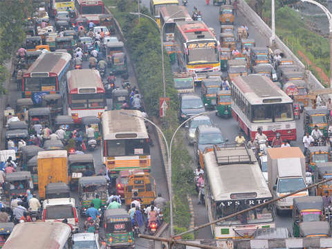 Traffic signal goes haywire, triggers 6-hour jam on NH-24