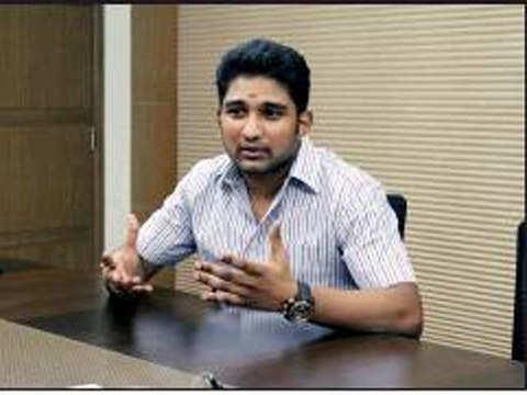 Sasi kin says open to political entry