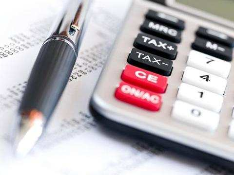 How are mutual fund returns taxed?