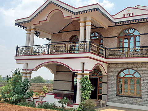 In Karnataka poll season, biggies home in on rented pads