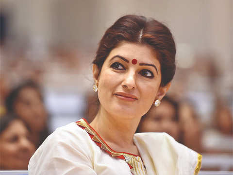 Twinkle Khanna faces Twitter ire after hubby Akshay's 'Rustom' costume auction kicks up a storm