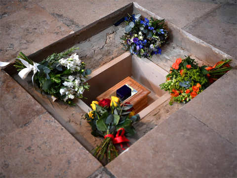 Stephen Hawking's ashes buried with science greats like Charles Darwin and Isaac Newton