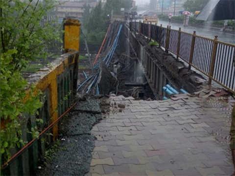 Mumbai bridge collapse: Harbour line rail services restored, Railway minister orders probe