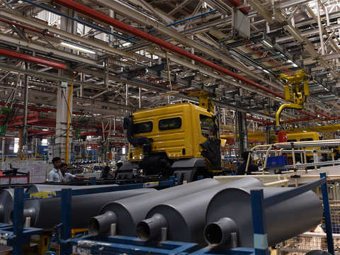 Manufacturing activity strengthens in September, PMI rises to 52.2