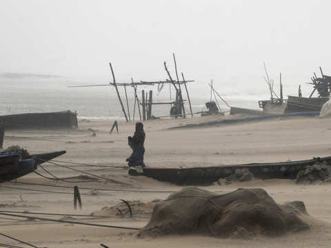 3 lakh evacuated in Odisha due to cyclone 'Titli'