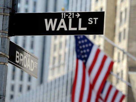 Wall Street drops as Apple slips, Saudi issue flares up