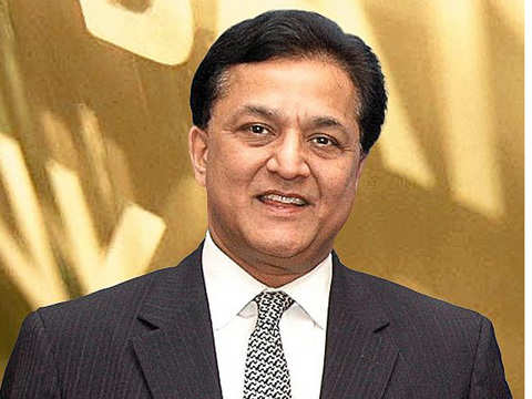 Rana Kapoor, Madhu Kapur meet to give peace a chance