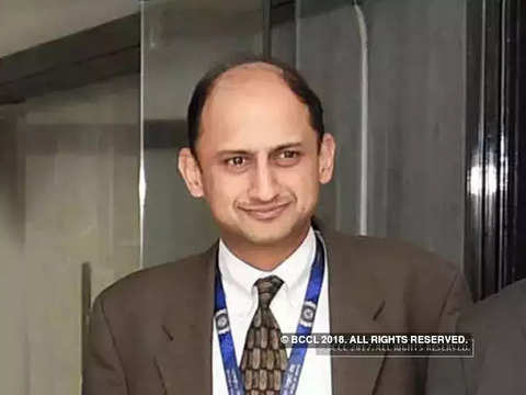 RBI employees association bats for Viral Acharya
