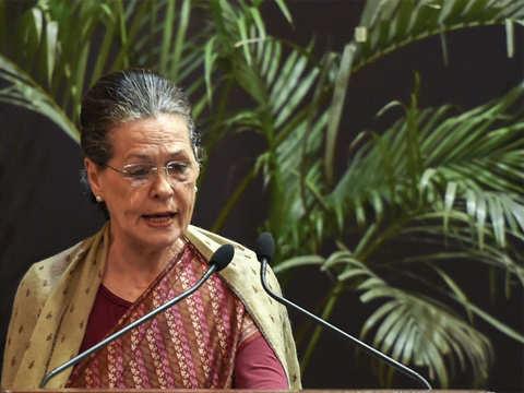 Telangana polls: Senior Congress leaders meet disgruntled partymen over ticket distribution