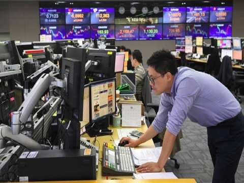 Asian shares dip, worries over growth and trade sour mood