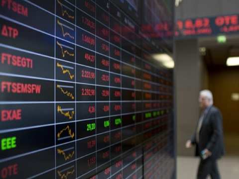 Yen firms on global growth and trade concerns