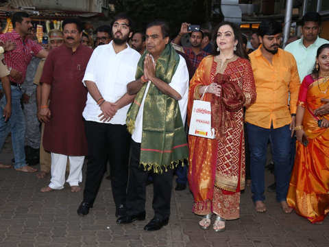 Mukesh and Nita Ambani visit Siddhivinayak temple, offer son Akash's wedding card