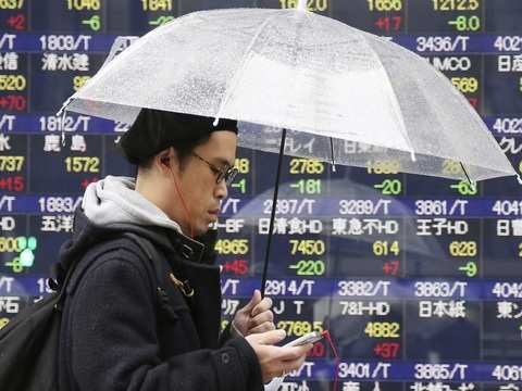 Nikkei rebounds from 1-month low, automakers have a good day