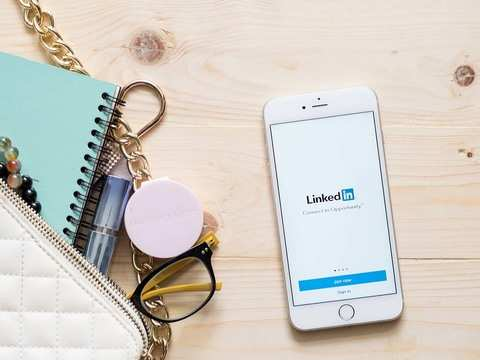 Now, LinkedIn will let users broadcast real-time videos with live feature