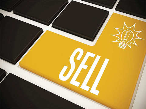 Sell Shriram Transport Finance Company, target Rs 950: Manas Jaiswal