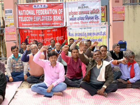 Government not sincere to resolve BSNL problem, delaying decision to benefit private telecom: BSNL union