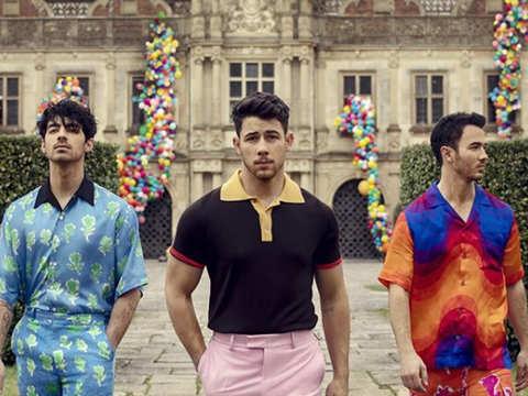 Look who's back: Priyanka Chopra announces return of Jonas Brothers