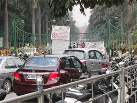 Government drags its feet on two policies on vehicular parking