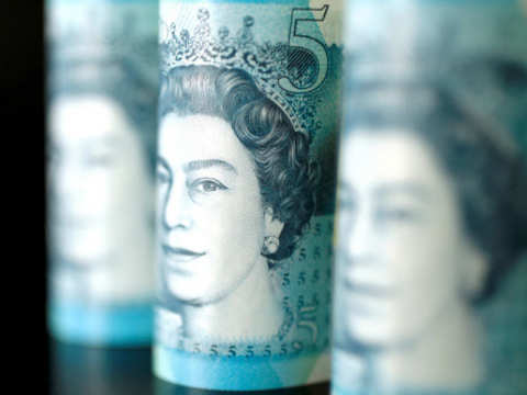 Dollar holds gains, sterling up on Brexit deadline extension