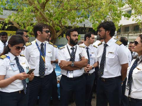 Jet staff hopeless, sentiment hits lowest