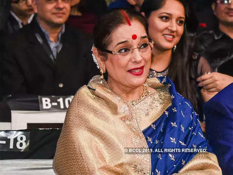 SP fields Shatrughan Sinha's wife Poonam Sinha from Lucknow