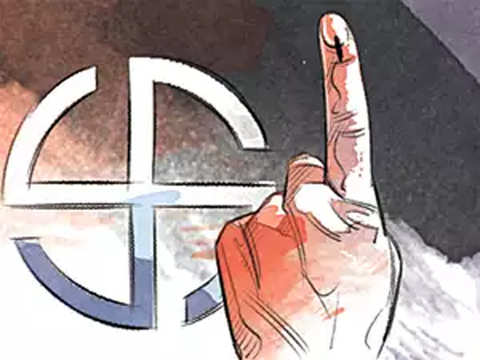 LS polls: Prominent personalities among early voters in Karnataka