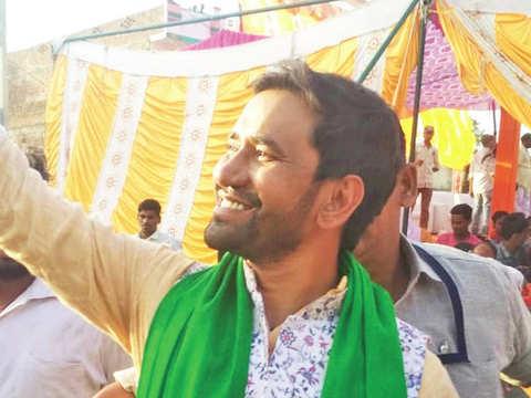 BJP's singer-candidate Dinesh Lal Nirahua crowd puller in region