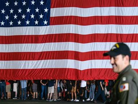 Retail sales, jobless claims data brighten US economic picture