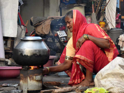 Cutting household fuel use may save 2.7 lakh lives annually in India: IIT Study