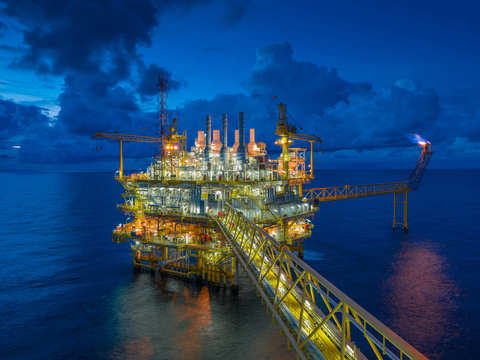 Oil prices rise on report US will end all Iran oil sanction waivers