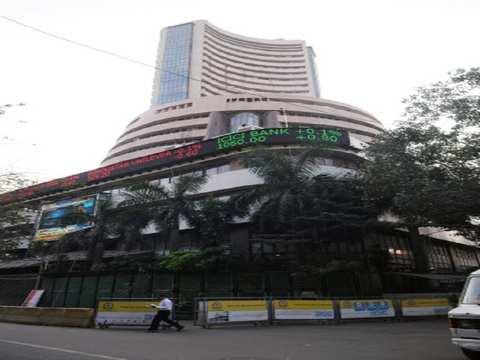 Bulls strike in final over to take Sensex past 39k again