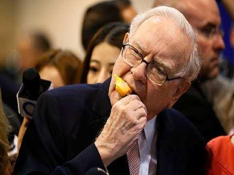 Warren Buffett: Beloved American billionaire with humility