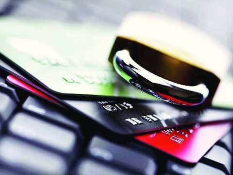 Shoppers use debit cards more on ecommerce websites: Report