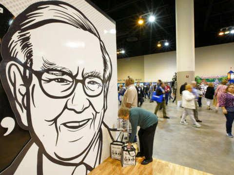 Buffett's Berkshire unveils $861 million Amazon stake