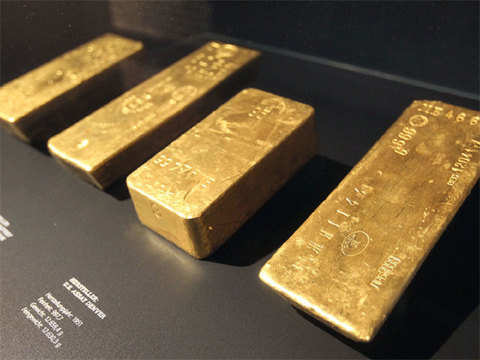 Gold prices rise by Rs 70 on jewellers' buying